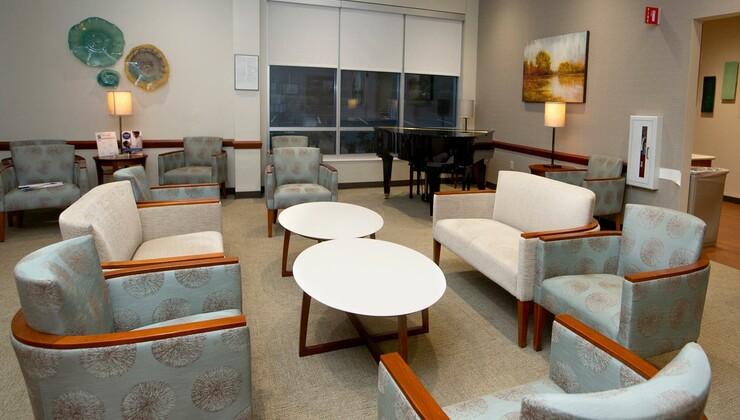 A lobby in Duke Raleigh Women's Cancer Center